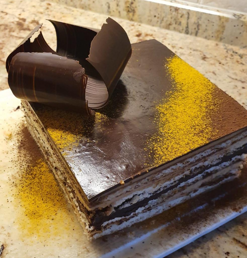 Gâteau opera de caramel et café